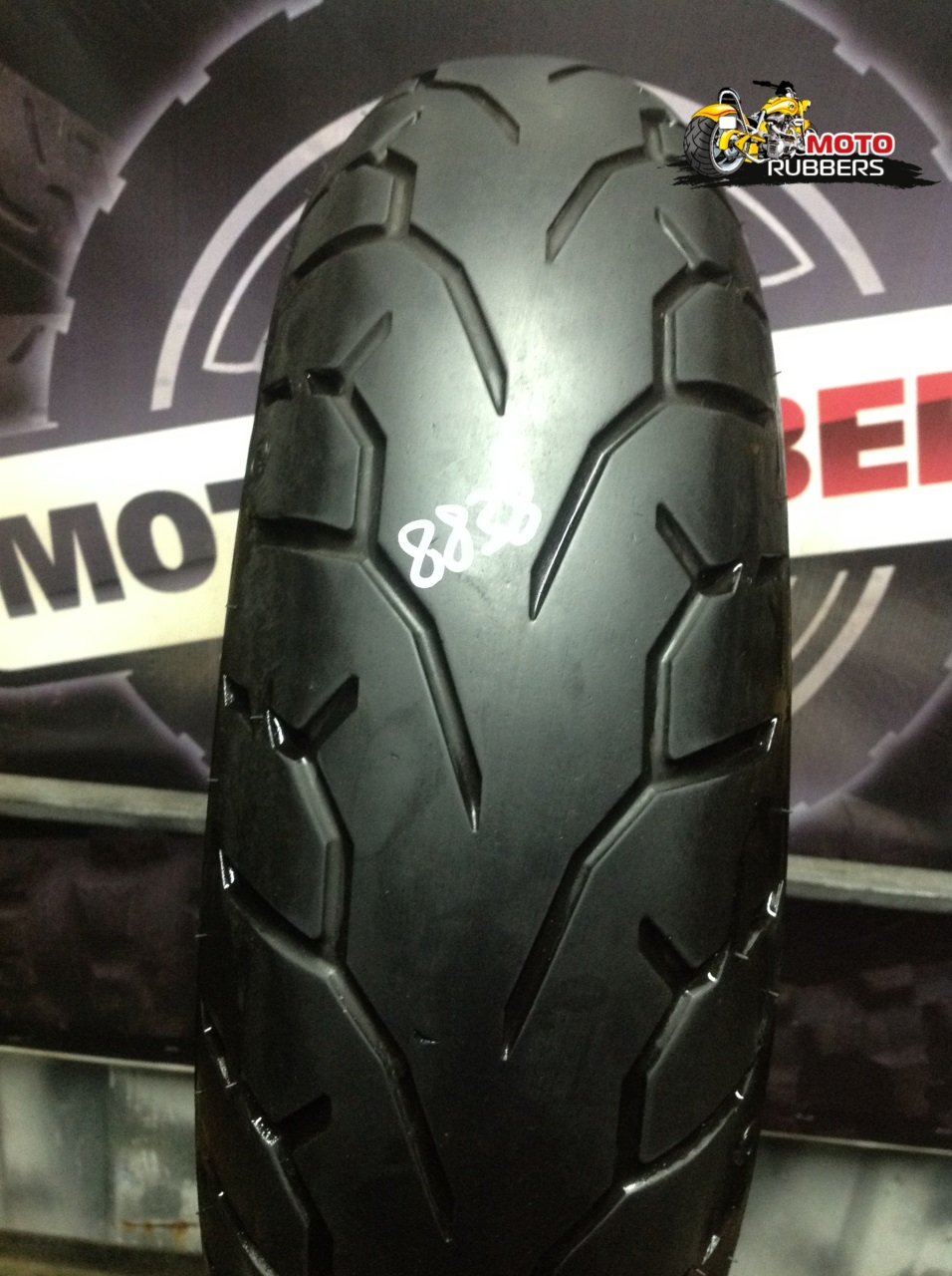 180/60 R17 Pirelli night dragon